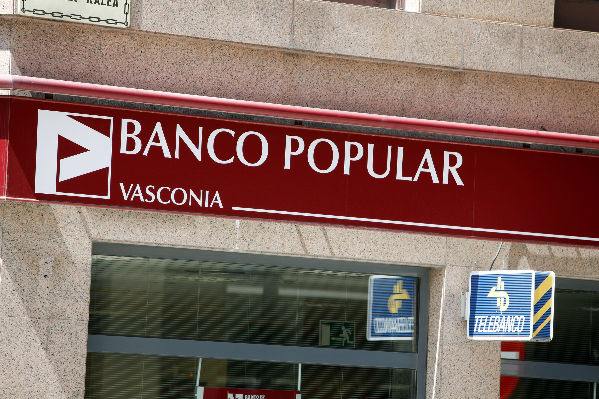 Spanje, Pamplona, Spain, bank, Banco Popular, telebanco, logo