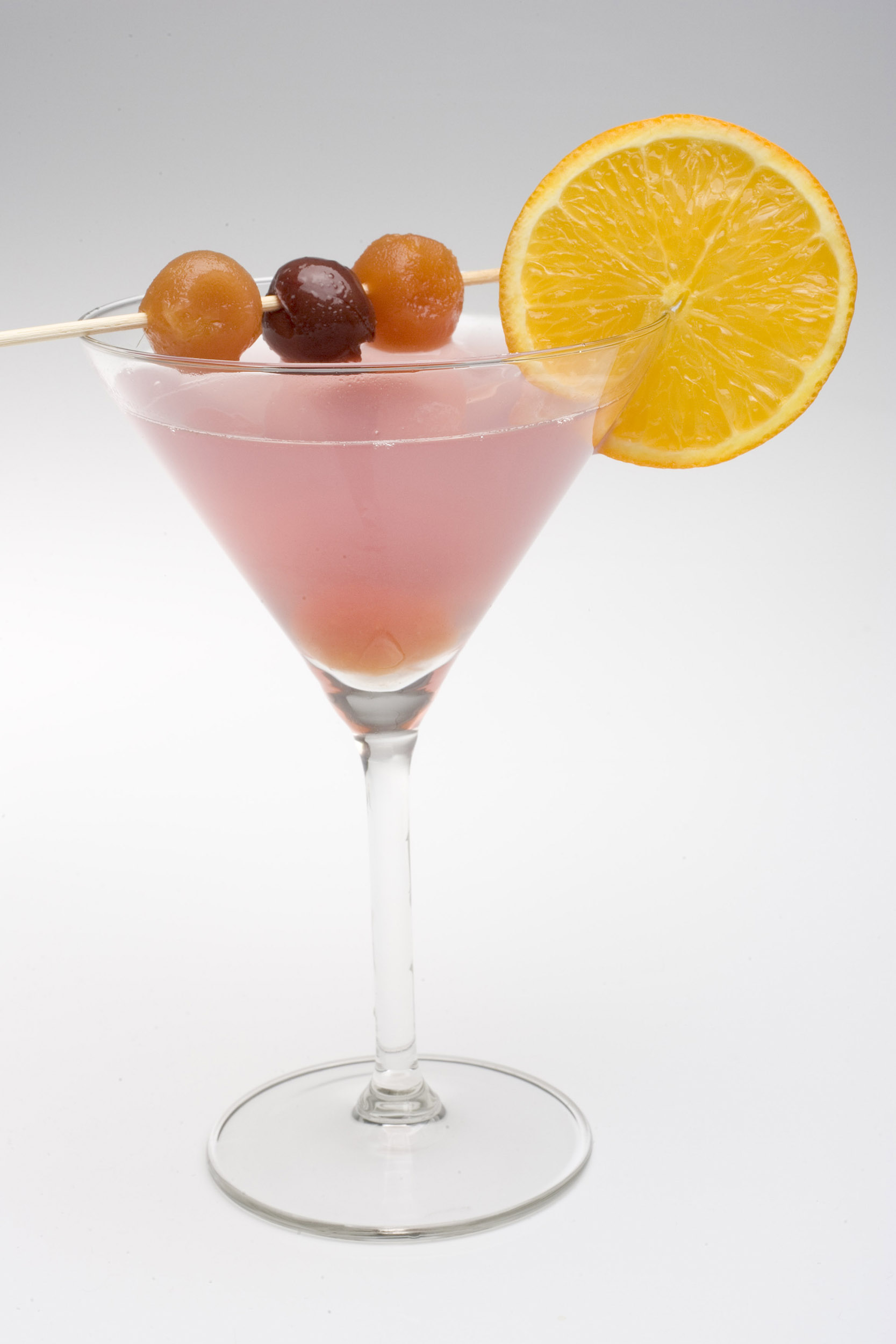Eten cocktail cocktails drank alcohol booze sinaasappel roze cocktailglas stock stockfoto