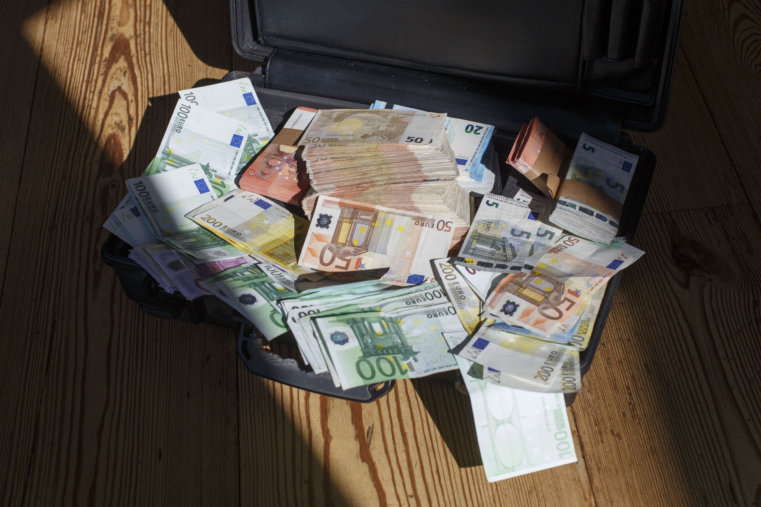 geld, money, euro, sparen, savings, pensioen, retirement, biljet, papiergeld, contant, cash