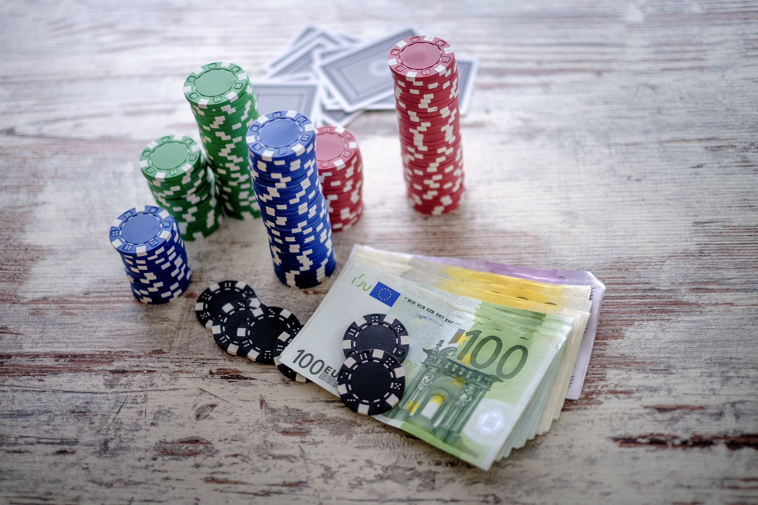 geld, money, poker, gokken, gamble, gokspel, fiches, euro, kaarten, cash, contant