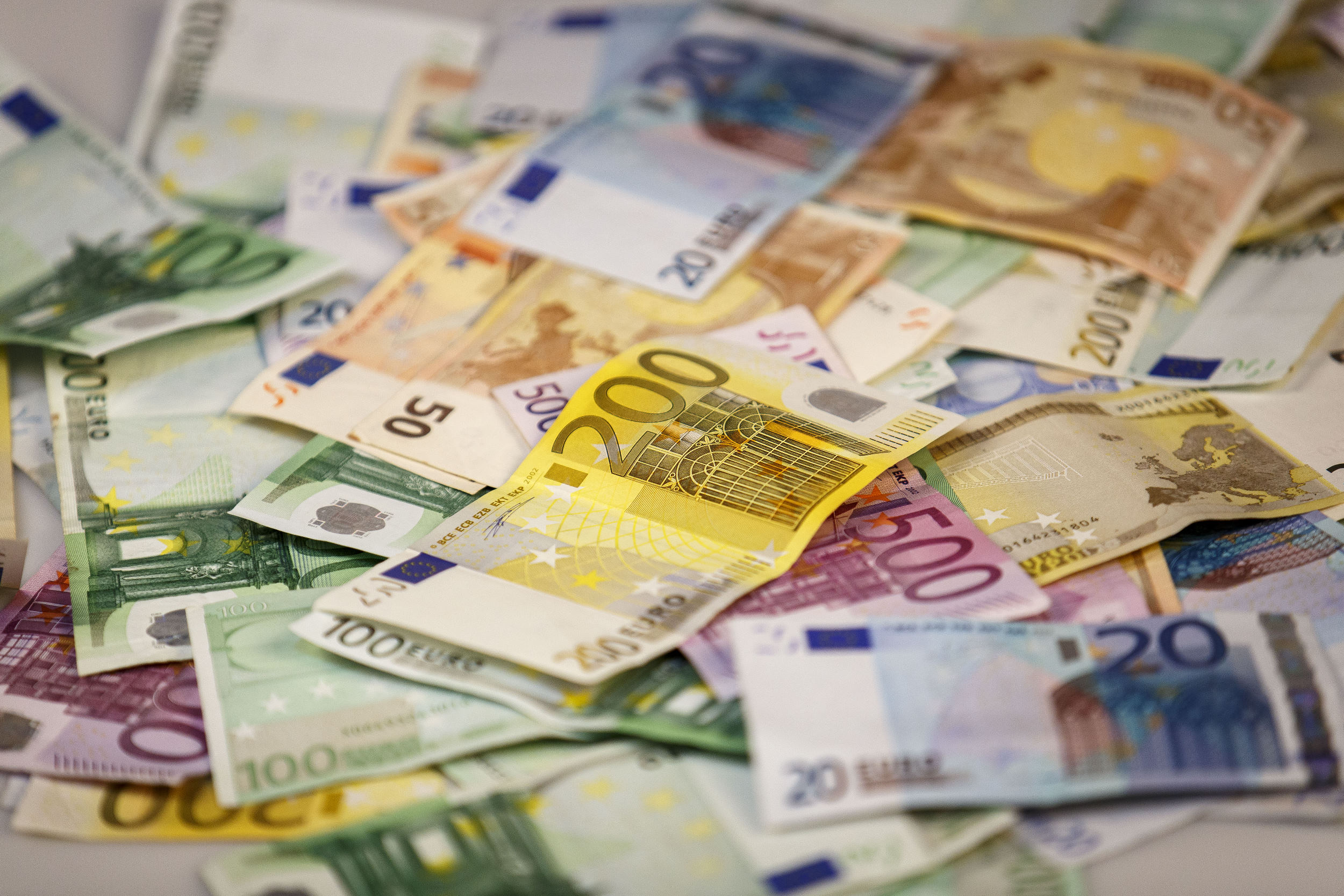 geld, money, bankbiljet, banknote, briefgeld, papiergeld, bills, stapels, zwartgeld, witwassen, sparen, savings, contant, cash, pensioen