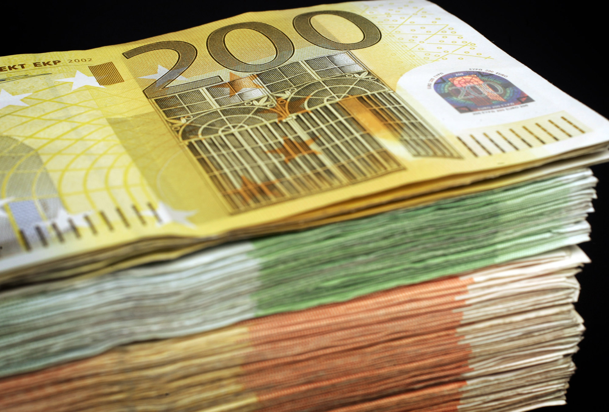 geld, money, bankbiljet, banknote, briefgeld, papiergeld, bills, stapels, zwartgeld, witwassen, flappen, sparen, savings, contant, cash