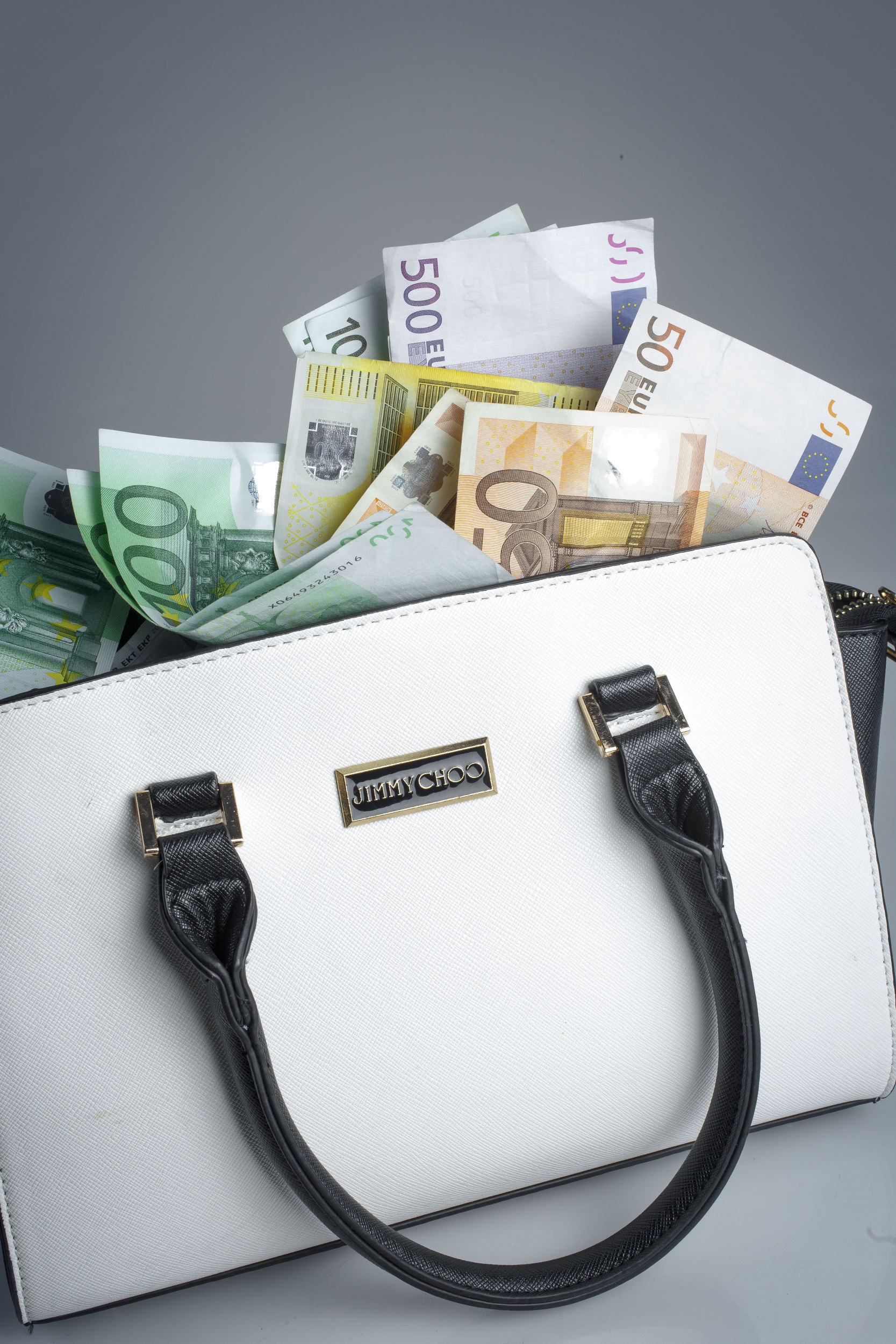 geld, money, sparen, savings, spaarpot, tas, bag, briefgeld, papiergeld, bills, briefje, contant, cash, Jimmy Choo