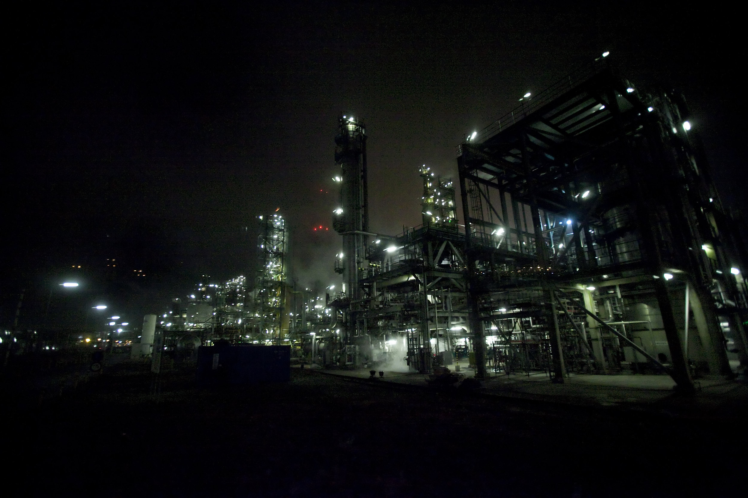 haven industrie nacht verlichting donker wit